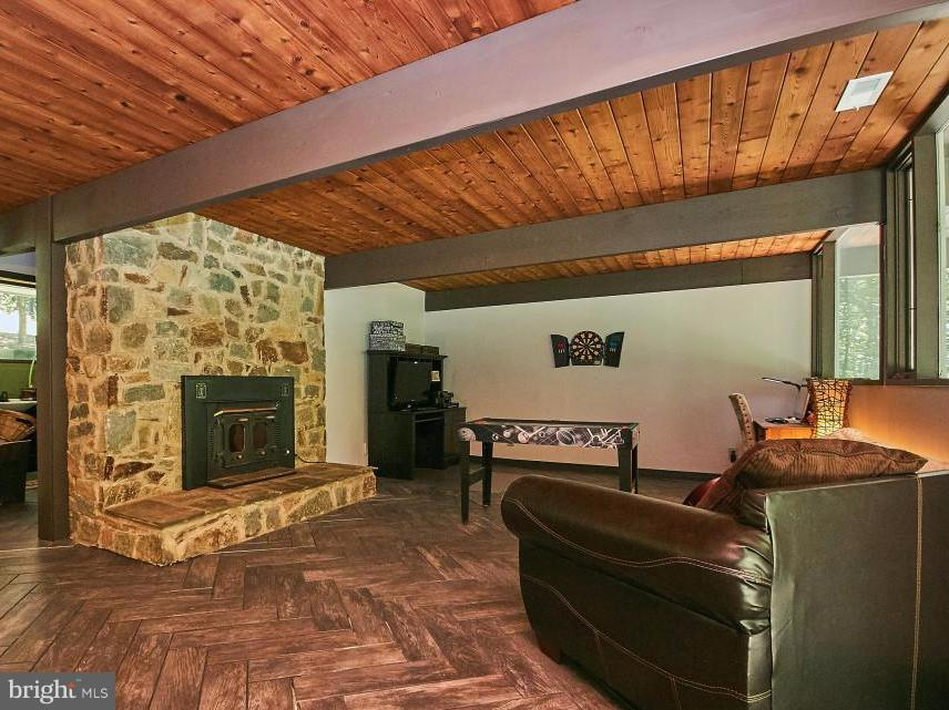 Family room with wood-stove, ceramic floor - 6704 BRIARCROFT ST, CLIFTON