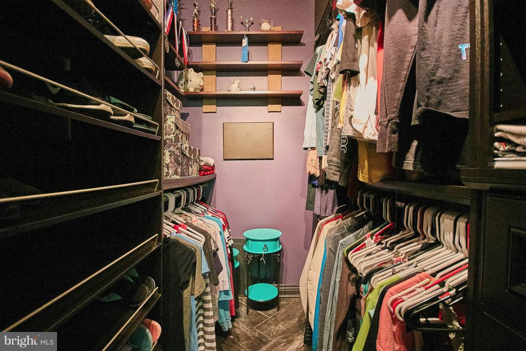 Walk-in closet with upgraded organizers BR 2 - 6704 BRIARCROFT ST, CLIFTON