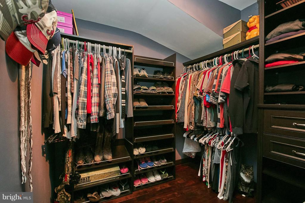 Master walk-in closet with custom organizers. - 6704 BRIARCROFT ST, CLIFTON