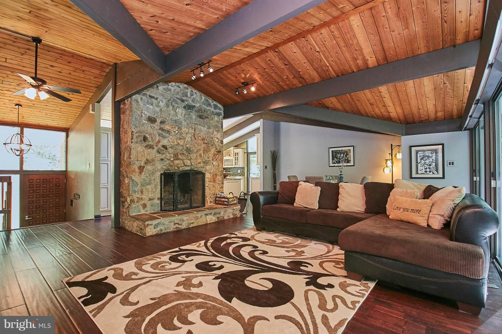 Gorgeous stone heart, wood floors, open plan - 6704 BRIARCROFT ST, CLIFTON