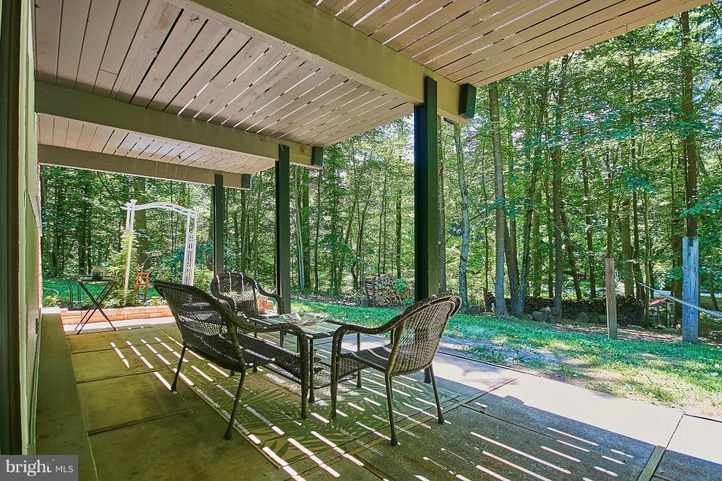 Entertain on the lower patio - 6704 BRIARCROFT ST, CLIFTON