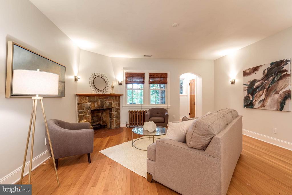 Living Room - 5211 NEW HAMPSHIRE AVE NW, WASHINGTON