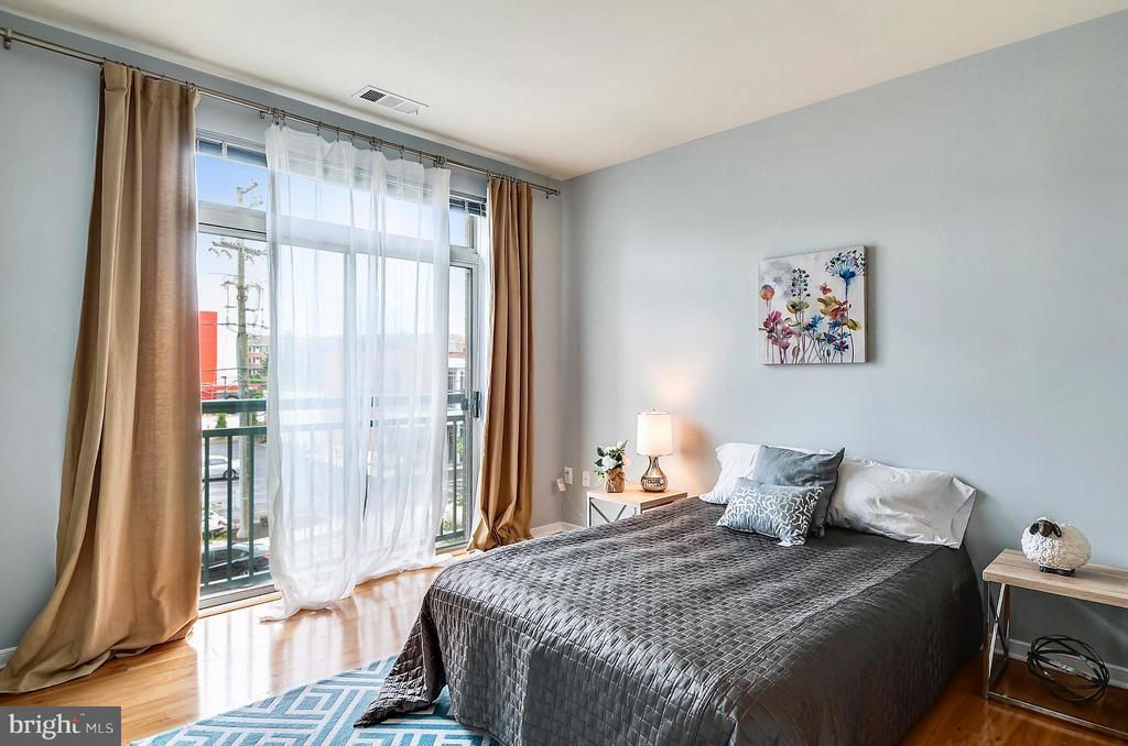 Light & Airy Bedroom - 2200 WESTMORELAND ST #207, ARLINGTON