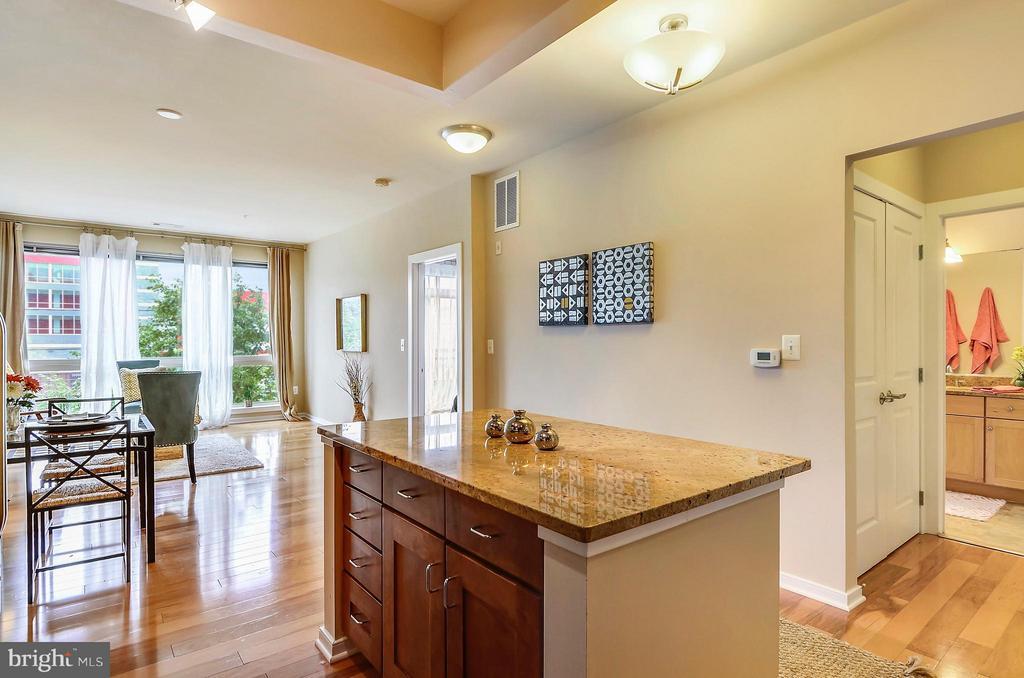 Beautiful wood floors! - 2200 WESTMORELAND ST #207, ARLINGTON