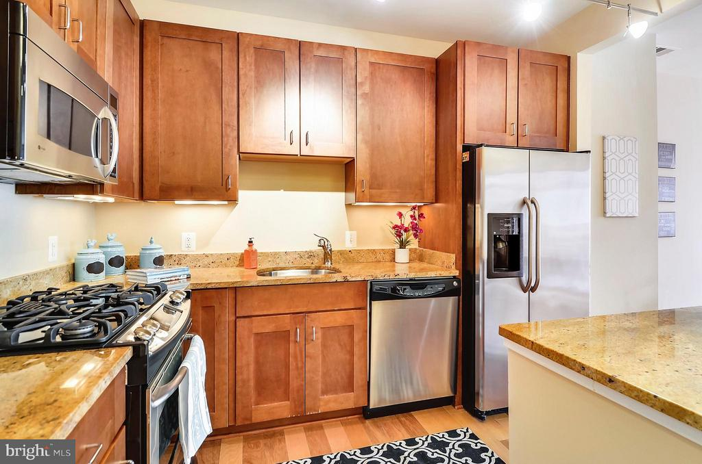 Kitchen featuring gas cooking. - 2200 WESTMORELAND ST #207, ARLINGTON