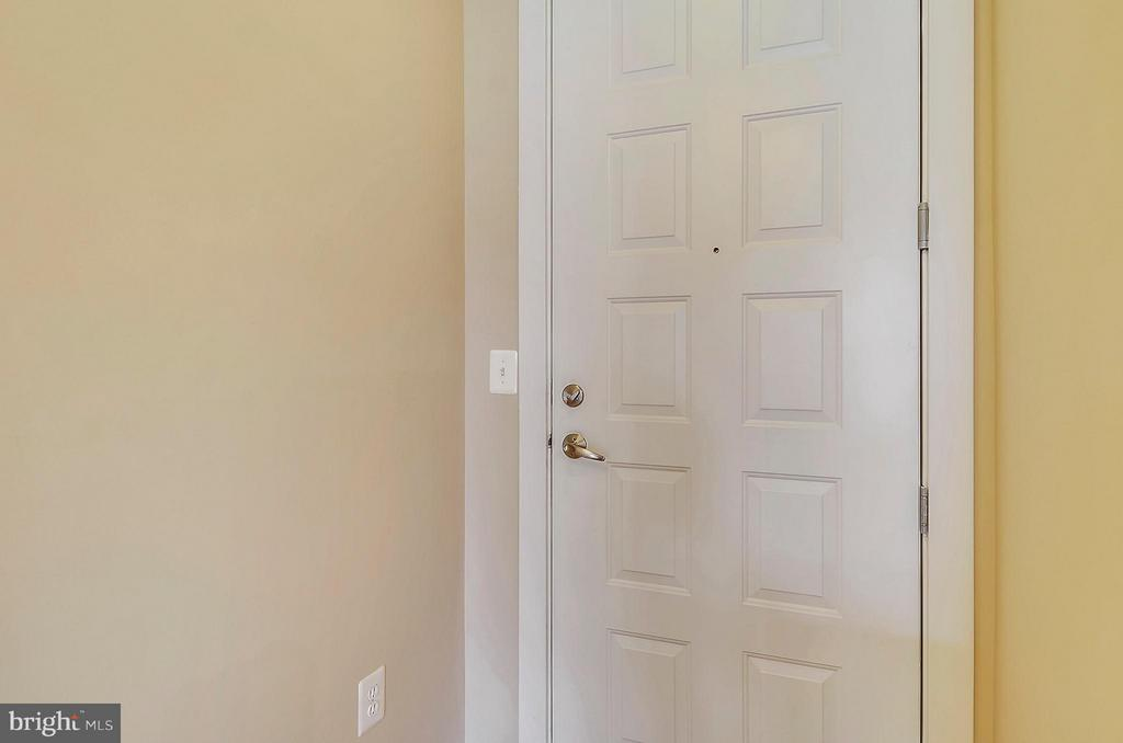 Entryway - 2200 WESTMORELAND ST #207, ARLINGTON
