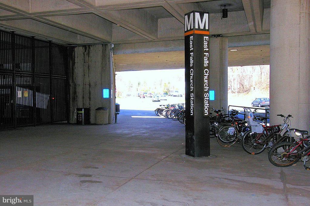 Minutes walk to the East Falls Church Metro - 2200 WESTMORELAND ST #207, ARLINGTON