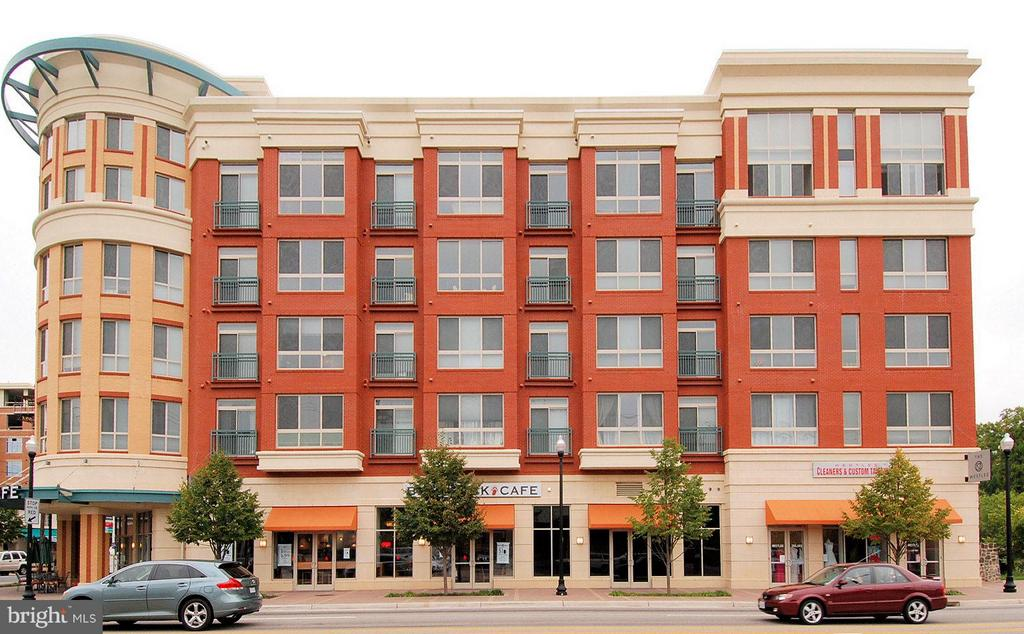Welcome home to The Westlee! - 2200 WESTMORELAND ST #207, ARLINGTON