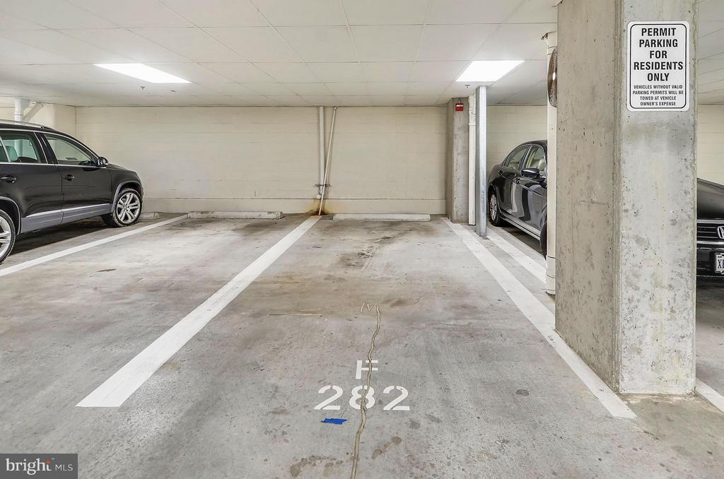 Oversized Spot. Park your car and your Vespa! - 2200 WESTMORELAND ST #207, ARLINGTON