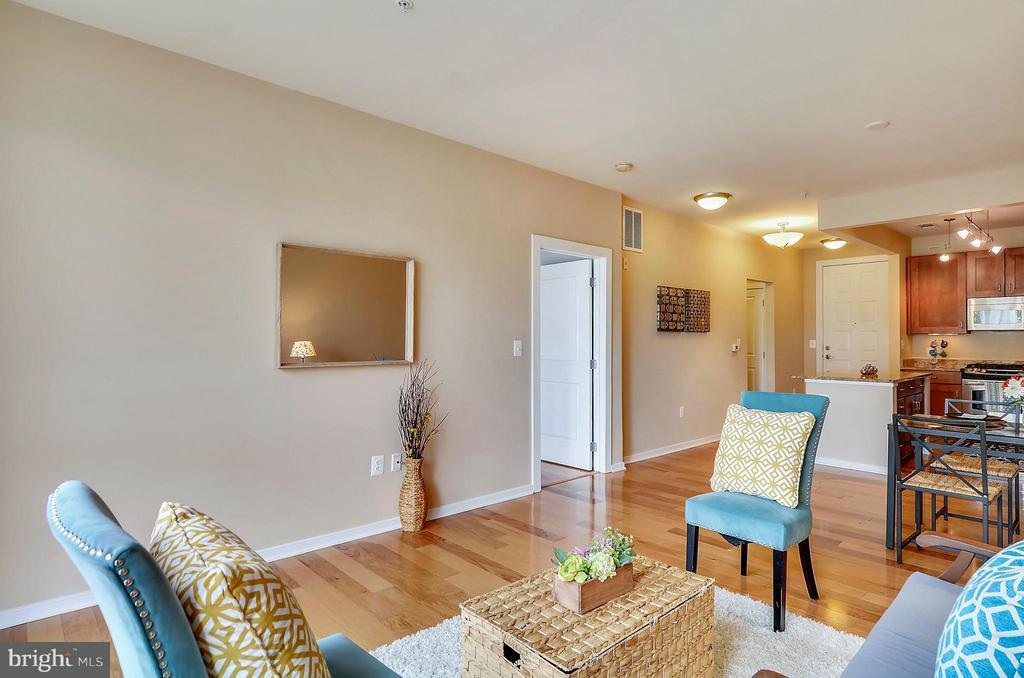 Living Room - 2200 WESTMORELAND ST #207, ARLINGTON