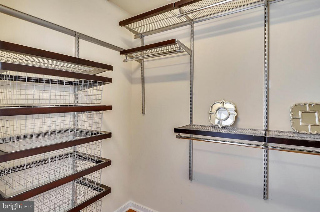 Dual master closet. One is a walk-in! - 2200 WESTMORELAND ST #207, ARLINGTON