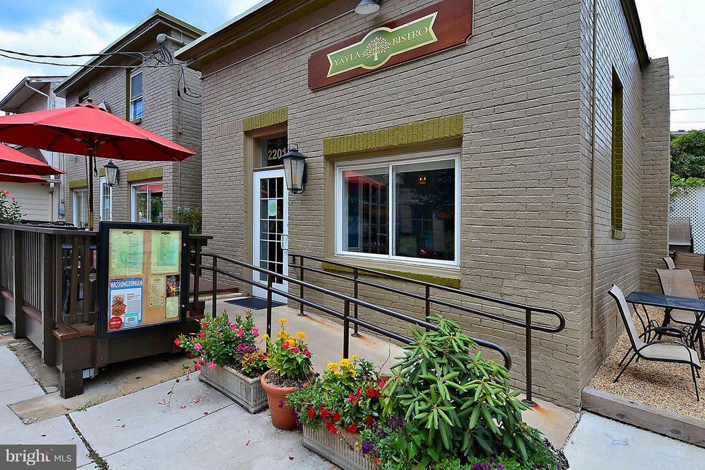 Great Restaurants across the street! La Cote D'Or! - 2200 WESTMORELAND ST #207, ARLINGTON