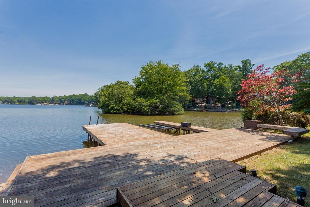 Private boat dock for multiple boats - 106 HARBORVIEW DR, LOCUST GROVE