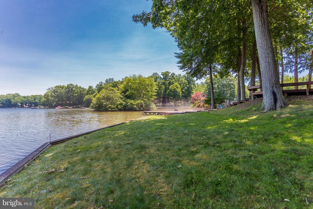 Approx 200' shoreline. One of best lake lots - 106 HARBORVIEW DR, LOCUST GROVE