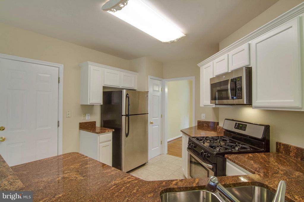 Kitchen - 14912 SLIPPERY ELM CT, WOODBRIDGE