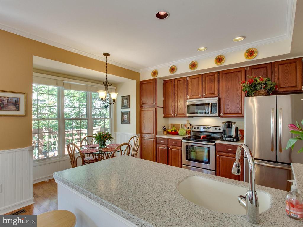 Kitchen - 6610 THURLTON DR, ALEXANDRIA