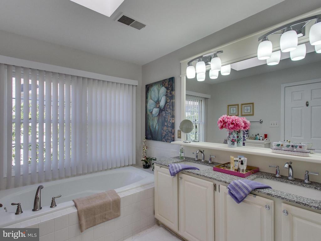 Master Bathroom - 6610 THURLTON DR, ALEXANDRIA