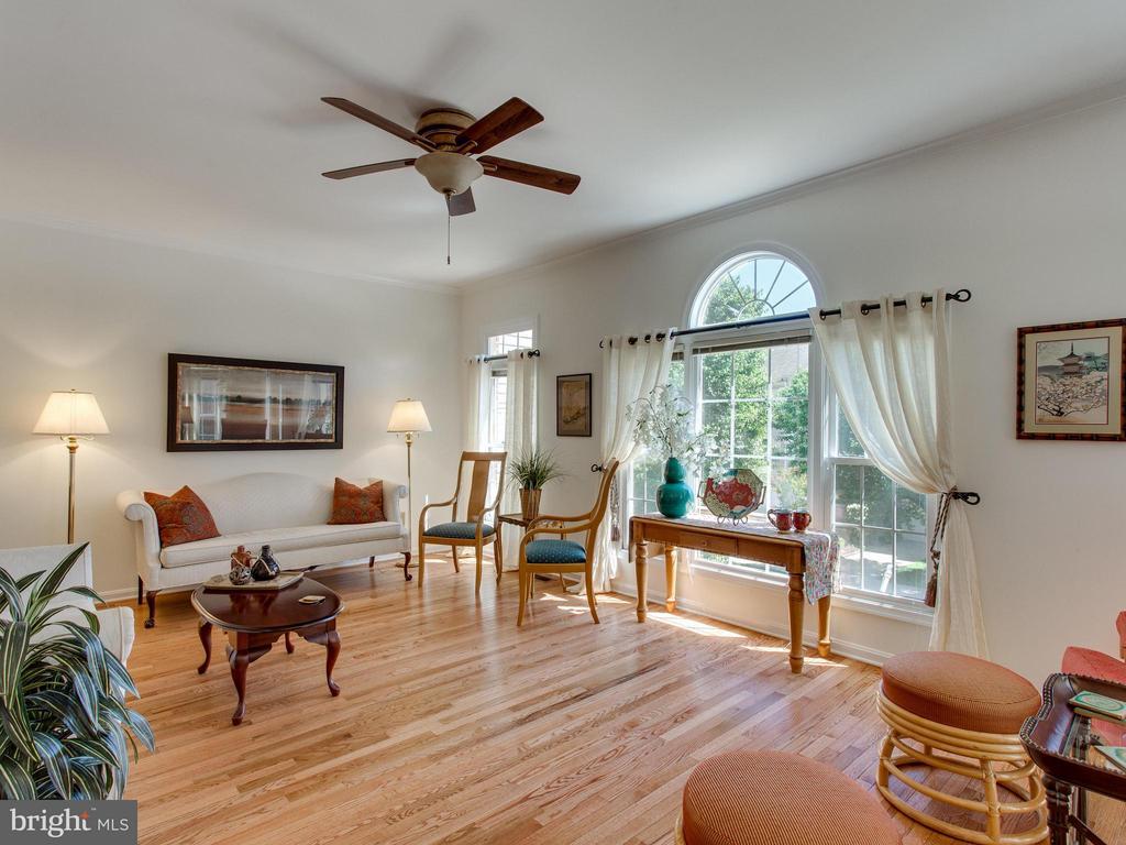 Living Room - 6610 THURLTON DR, ALEXANDRIA
