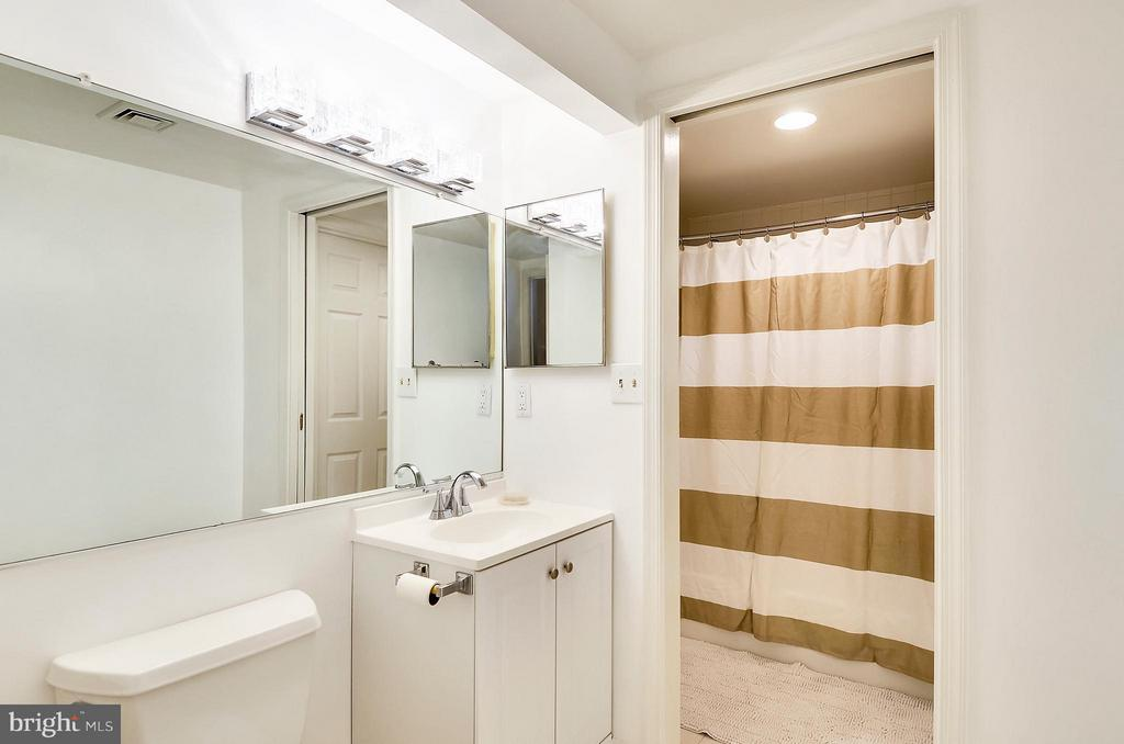 Bath - 2725 CONNECTICUT AVE NW #107, WASHINGTON