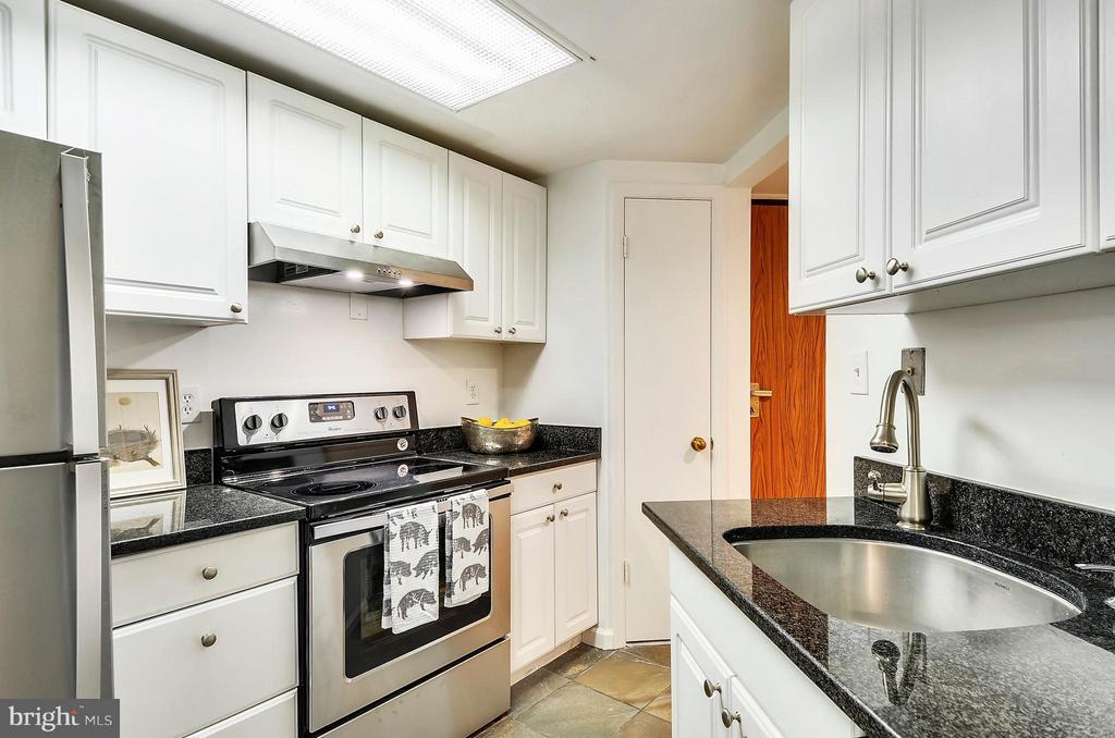 Kitchen - 2725 CONNECTICUT AVE NW #107, WASHINGTON