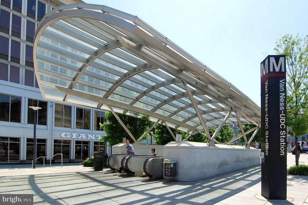 Van Ness Metro Station - 2725 CONNECTICUT AVE NW #107, WASHINGTON
