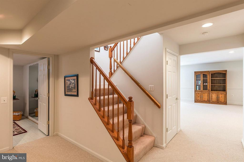 Staircase to Lower Level - 17597 FOUR SEASONS DR, DUMFRIES