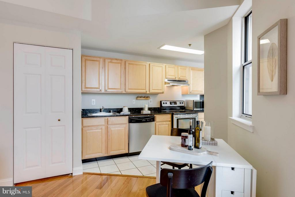 Kitchen - Granite Countertops/Stainless Appliances - 1621 T ST NW #707, WASHINGTON