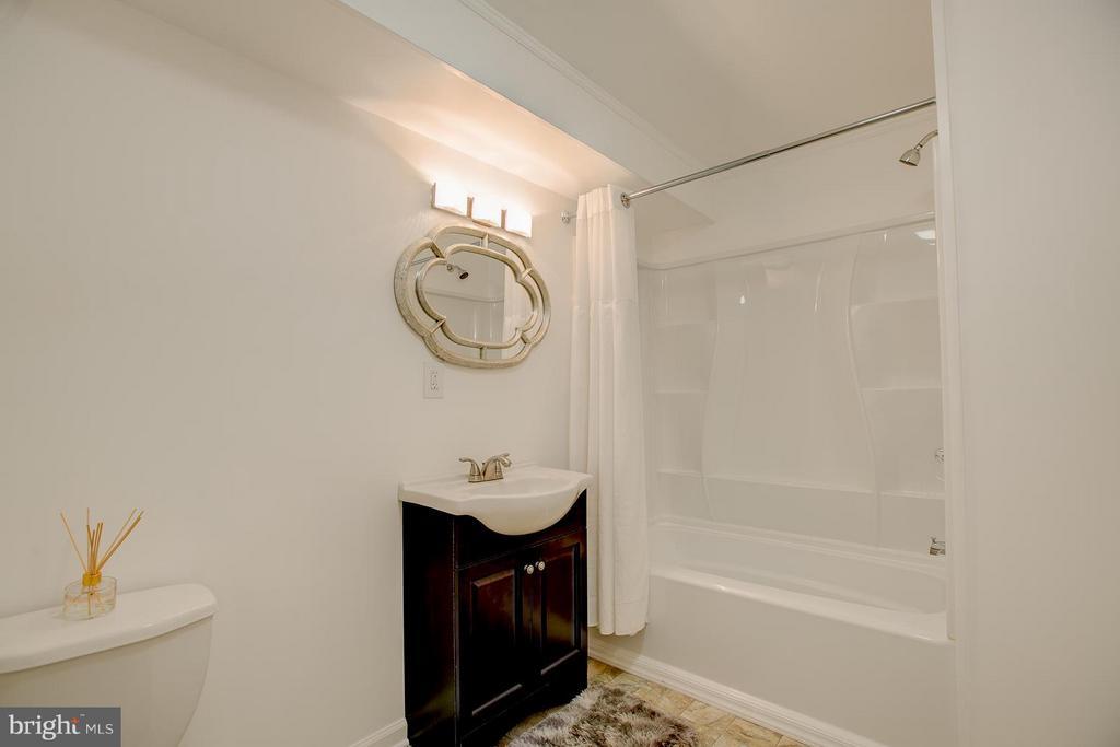 Basement with large Full bathroom - 9404 SECCA DR, FREDERICKSBURG