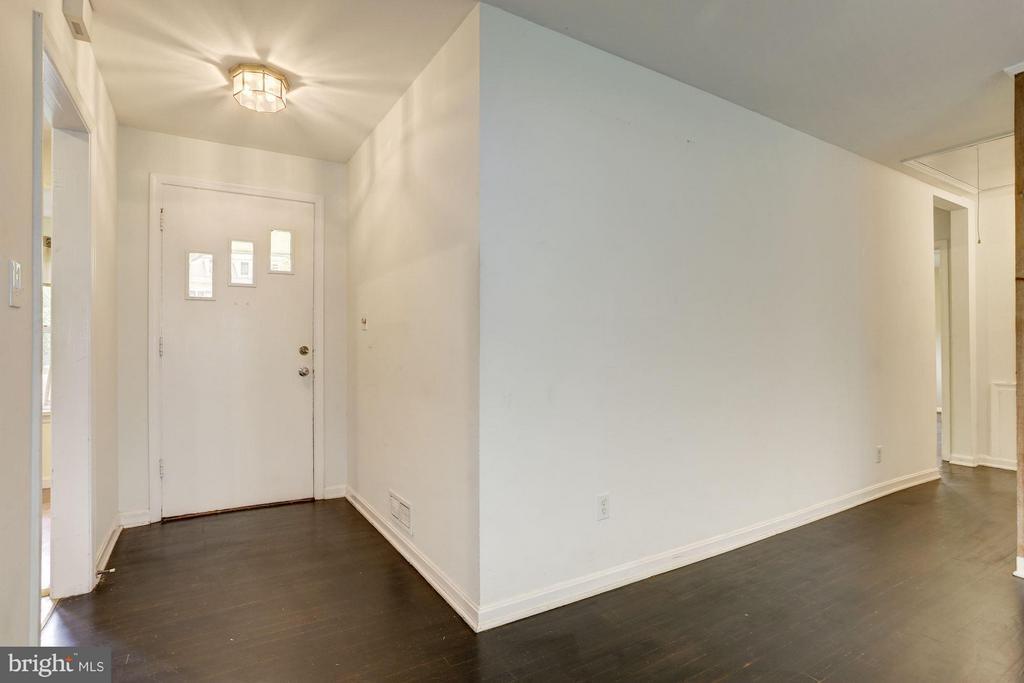 Foyer - 7218 BEACON TER, BETHESDA