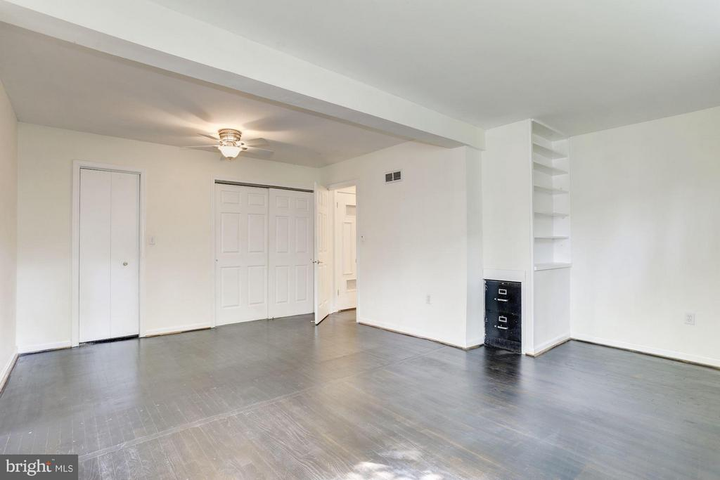 Master Bedroom (3 of 3) - 7218 BEACON TER, BETHESDA