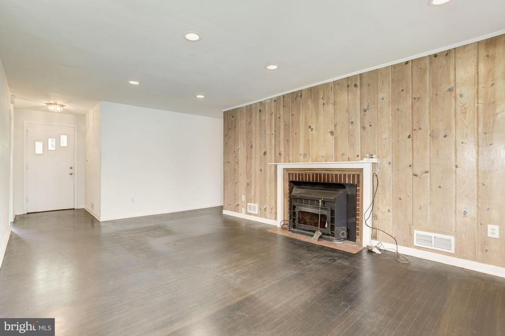 Living Room (2 of 4) - 7218 BEACON TER, BETHESDA