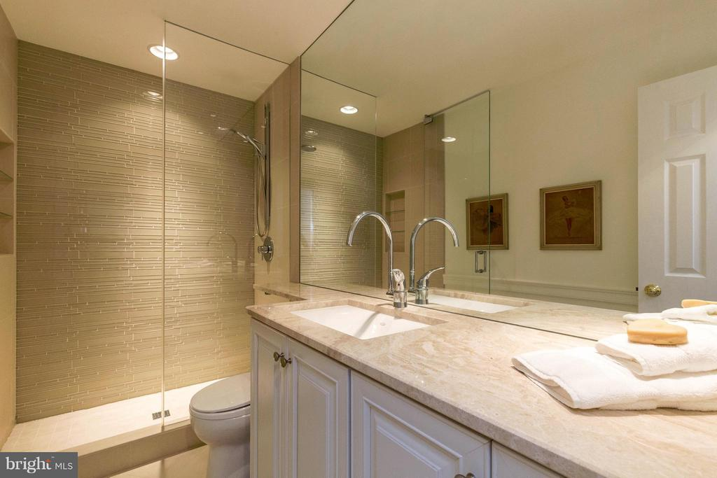Full Bath~Exquisite Glass, Italian Porcelain Tile - 10167 TURNBERRY PL, OAKTON