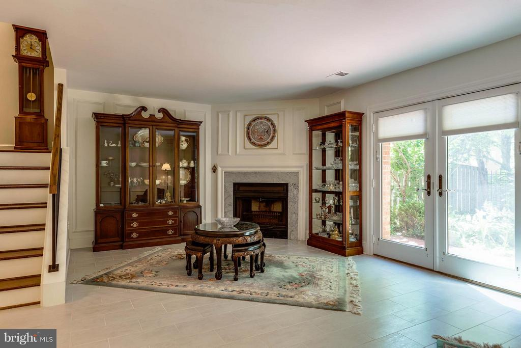 Lower Level~HEATED FLOORS! French Doors to Patio - 10167 TURNBERRY PL, OAKTON