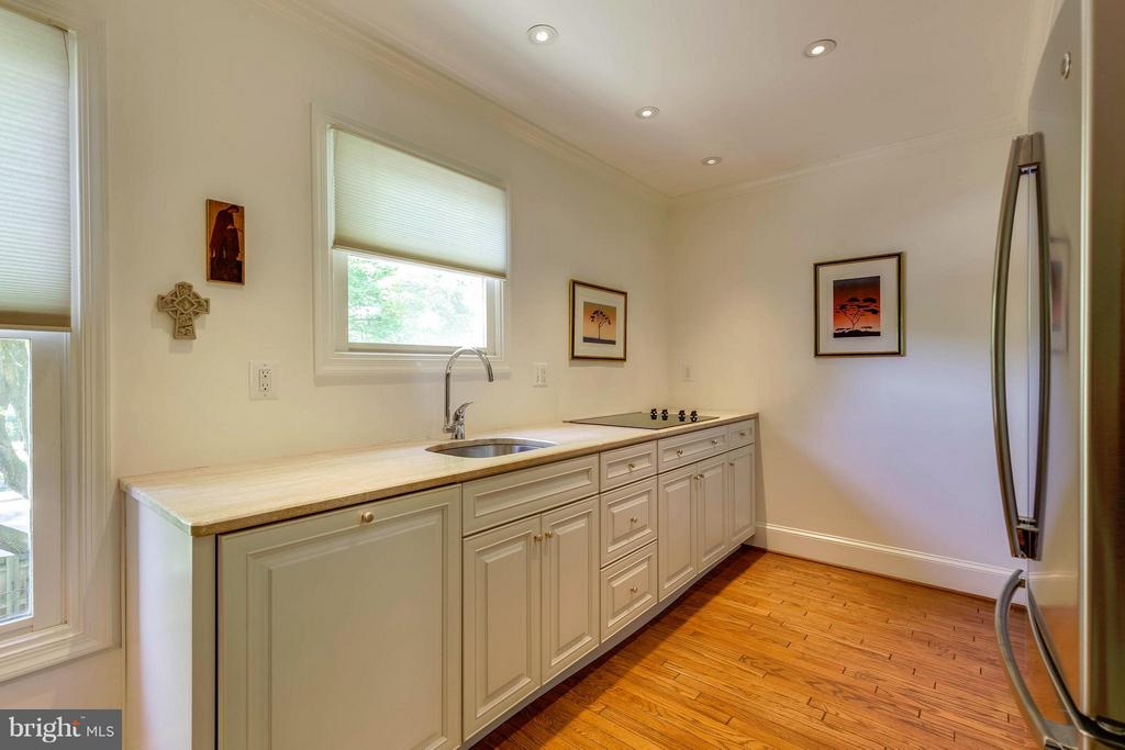 Marble Countertop, Maple Cabinets, Recessed Lights - 10167 TURNBERRY PL, OAKTON
