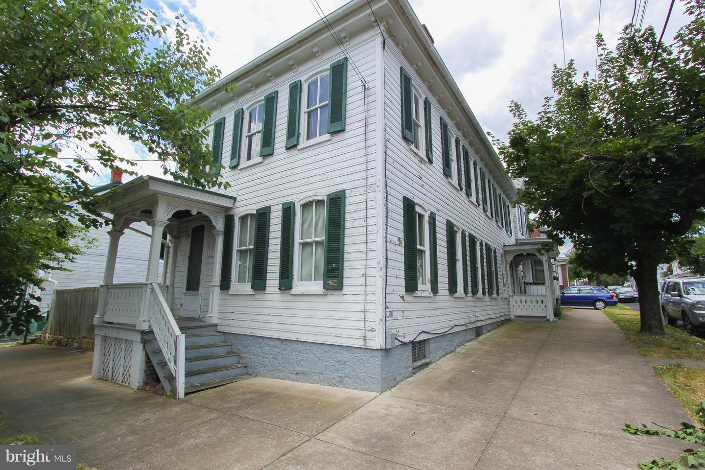 Photo of home for sale at 301 Maple Avenue S, Martinsburg WV
