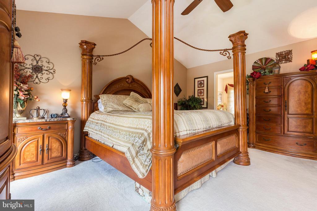 Large Master bedroom - 12126 KINGSWOOD BLVD, FREDERICKSBURG