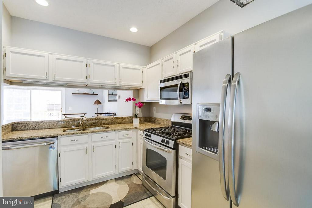 Shiny Appliances! - 12131 WEDGEWAY PL, FAIRFAX