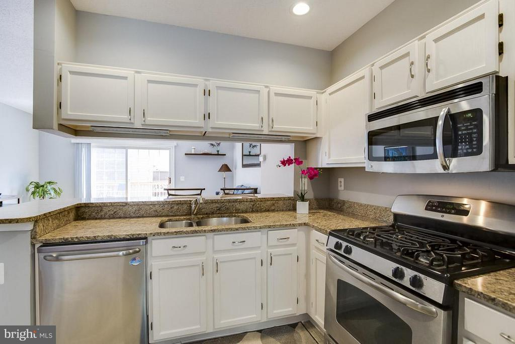 Granite Countertops - 12131 WEDGEWAY PL, FAIRFAX