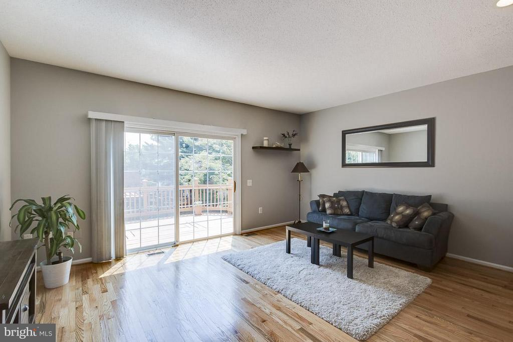 Sunny Space with Direct Access to the Deck - 12131 WEDGEWAY PL, FAIRFAX