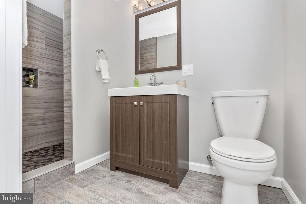 Bath - 3710 LAWSON RD, IJAMSVILLE