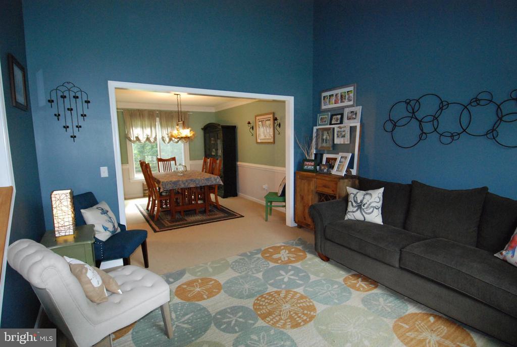 Living Room - 10817 WOODLAND DR, FREDERICKSBURG