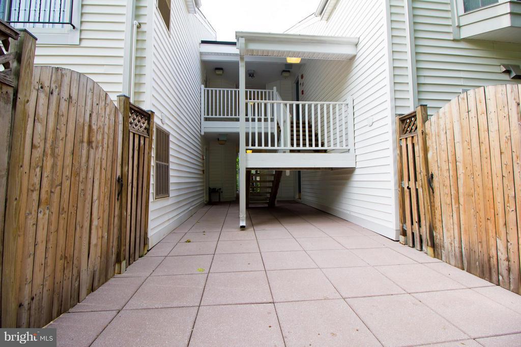 Exterior (General) - 2050 CALVERT ST #408, ARLINGTON