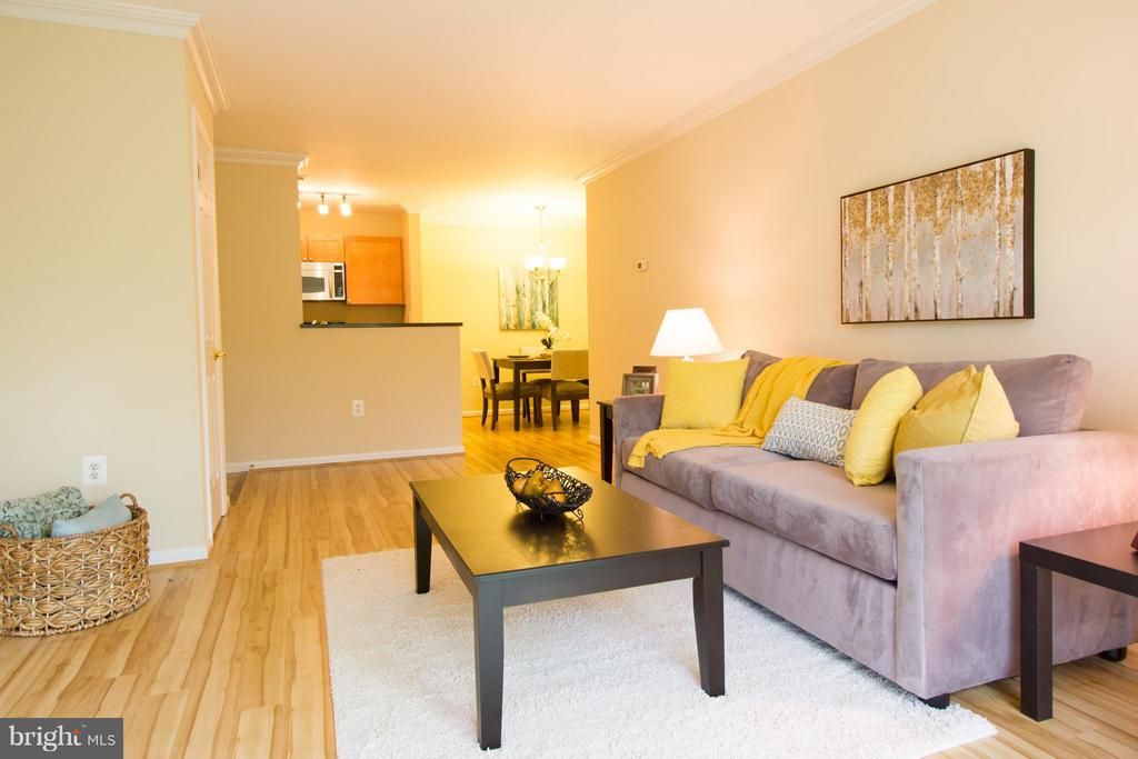 Living Room - 2050 CALVERT ST #408, ARLINGTON