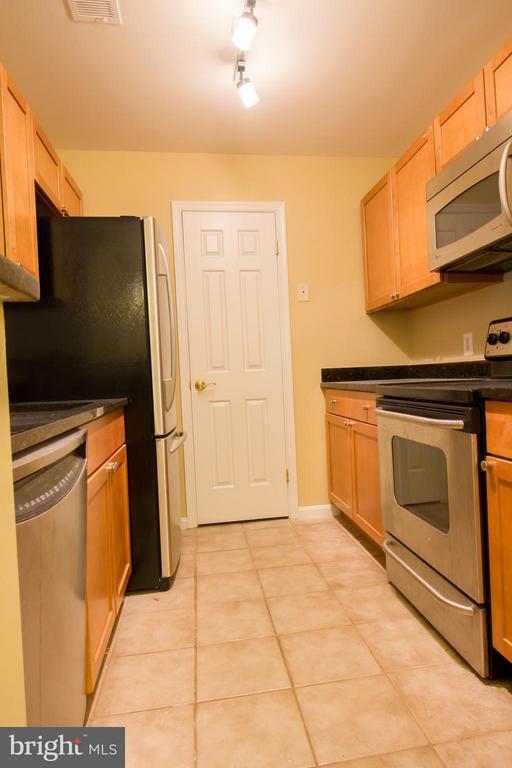 Kitchen - 2050 CALVERT ST #408, ARLINGTON