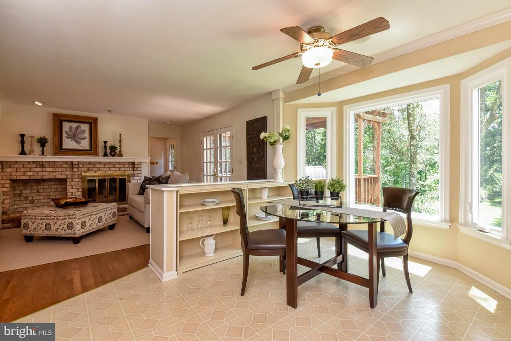 What a great place to sit, relax and dine - 2732 LINDA MARIE DR, OAKTON