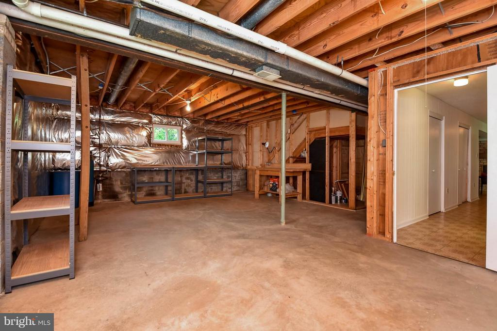 HUGE  room that could be made into a bedroom - 2732 LINDA MARIE DR, OAKTON