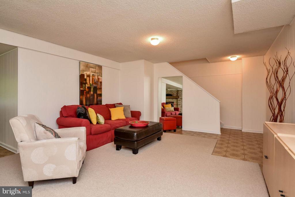 Family Room has so many wonderful spots to relax - 2732 LINDA MARIE DR, OAKTON