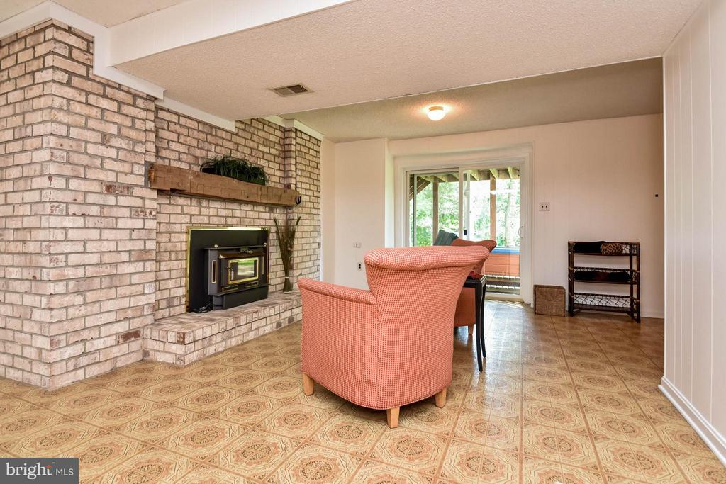 Enjoy a evening sitting by the fire - 2732 LINDA MARIE DR, OAKTON