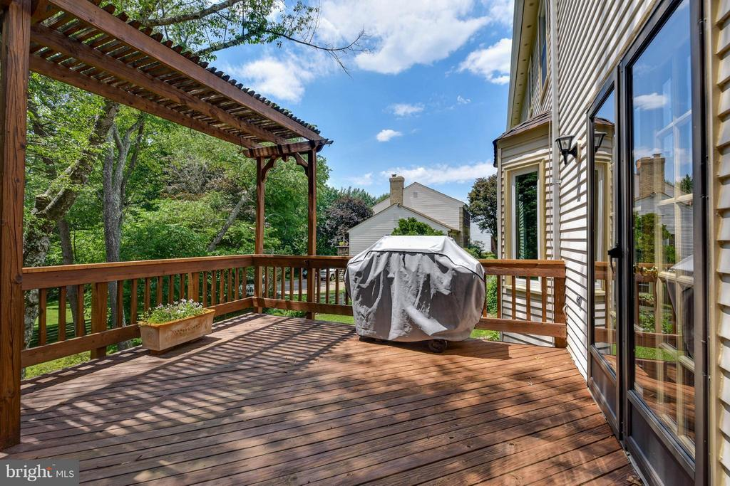 Grill or sit and relax looking over your yard - 2732 LINDA MARIE DR, OAKTON