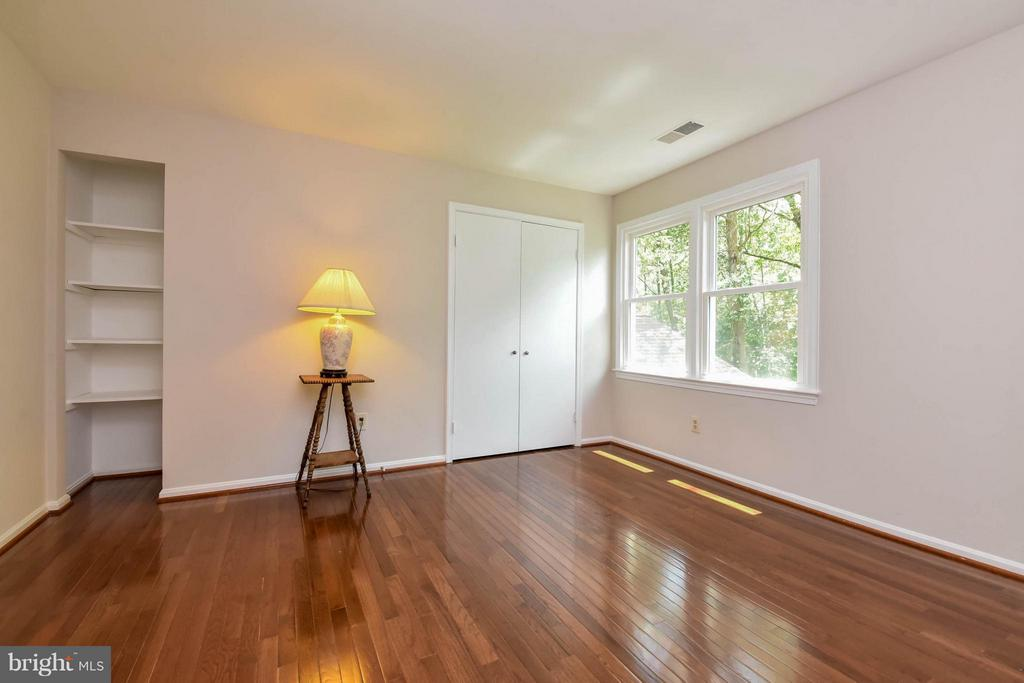 2 closets and so much room! - 2732 LINDA MARIE DR, OAKTON